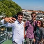 Magyaroknak köszönhetően most nem ciki Velencében szelfizni