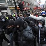 Megint tüntettek a brit diákok a drasztikus tandíjemelés ellen