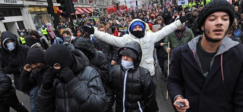 Képek: több mint százötven hallgatót vett őrizetbe a rendőrség