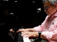 Meghalt a zongoraművész, aki egy kézzel is karriert tudott építeni