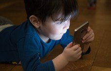 Az ELTE kutatói szokatlan jelenséget tapasztaltak a mobilozó gyerekeknél