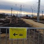 Fát döntött a szél a vasúti felsővezetékre, több százezer forint a kár