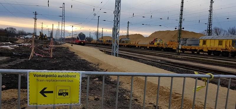 A vonatokkal együtt az utasok is eltűntek a hatvani elővárosi vonalról