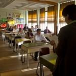 Több tízezer diáknak kell újraírnia az érettségit - ilyen még soha nem volt