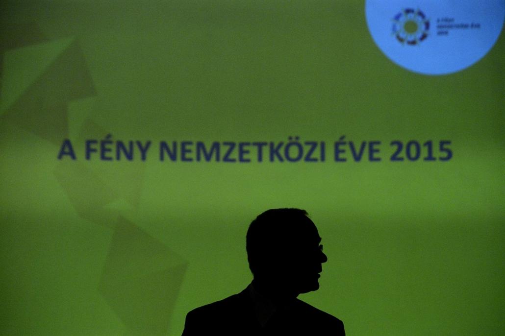 mti.15.02.19. - Balog Zoltán, az emberi erőforrások minisztere a fény nemzetközi éve programsorozatról tartott sajtótájékoztatón az MTA felolvasótermében - 7képei