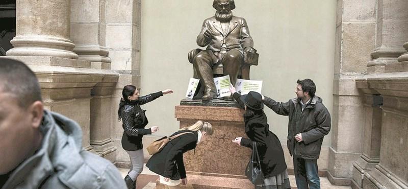 Eltűnt a Marx-szobor a Corvinusról