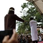 Embertelen büntetést kapott egy meleg pár Indonéziában, a jogvédők tiltakoznak – fotók