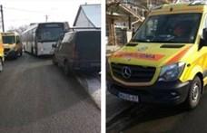 Beteg életéért küzdő mentősökkel ordibált a buszsofőr, kirúgták