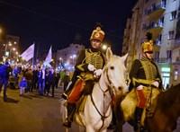 Összeszólalkoztak az ellentüntetőkkel a Horthy emlékére felvonulók Budán - videó