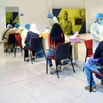Koronavírus-gyorstesztre kötelezi a repülőgépeire felszállókat az Emirates