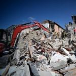 Videó: Hat nap után mentettek ki a romok alól egy cicát Olaszországban