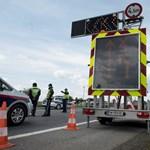 Átnézetné minden menedékkérő mobilját az új osztrák kormány