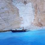 Leomlott egy sziklafal Zakinthosz népszerű strandján