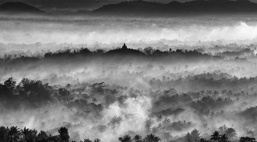 NE használd_! - Photographer of the Year 2014 - 14 év alattiak versenye - 1. helyezett - Borobudur templom - Malang, Jáva, Indnézia- yyyyy - tpoty