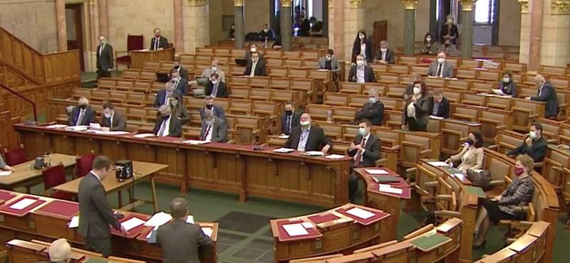 Alig engedi a Fidesz, hogy az 1989 előtti titkosszolgálati iratokat kutathassák