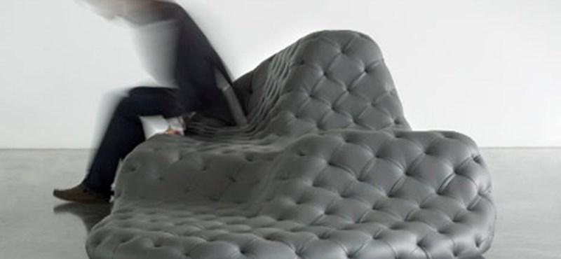 Olvadt lávaként szétfolyó kanapé - Pompej hangulata