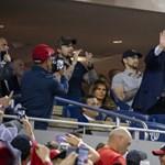 Kifújolták Trumpot, amint megjelent a kivetítőn egy baseballmeccsen – videó