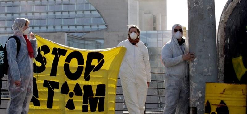 Ezrek tüntettek Tokióban az atomenergia ellen