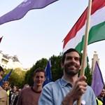 Megbüntették a Momentumot Szombathelyen, mert plakátjai rontják a fideszes jelölt esélyeit