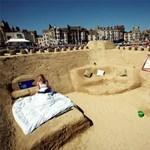 Megnyílt a világ első homokszállodája