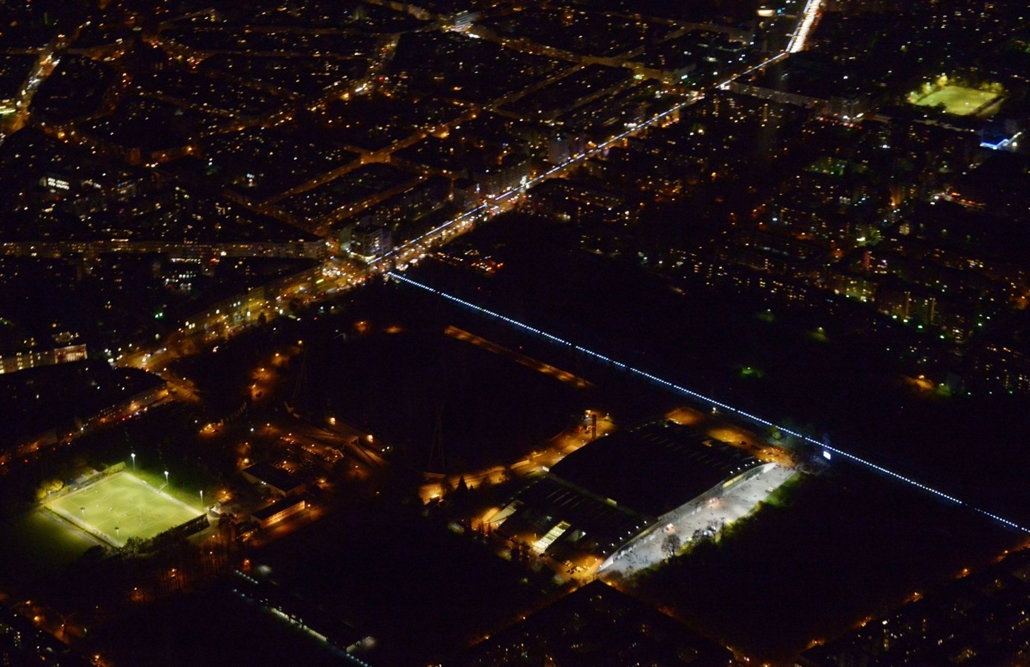 afp. Berlini fal leomlásA 25 éve 2014.11.09. An aerial view of the light installation Lichtgrenze (Light border), on the course of the former Berlin wall is pictured on November 8, 2014. Germany kicked off celebrations of the 25th anniversary of the epoch