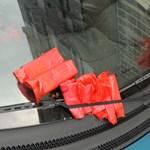 Nincs olyan jogszabály, hogy nem nyúlhat a kocsihoz a parkolóőr
