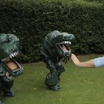 A Jurassic World olcsó paródiája szórakoztatóbb az eredetinél