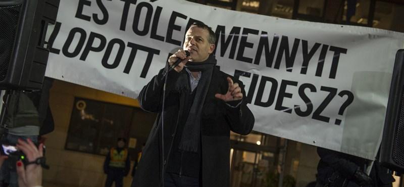 Juhász Péter százmilliót kér számon az V. kerületi polgármesteren