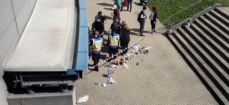 Elvették a gyerekektől az ételt a biztonsági őrök, majd állítólag megették