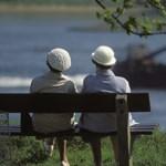 Mennyi nyugdíj járna a pelenkázásért és a nagymosásért?