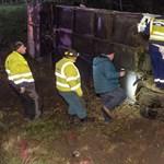 M1-es: fotók és újabb részletek érkeztek a hajnali balesetről