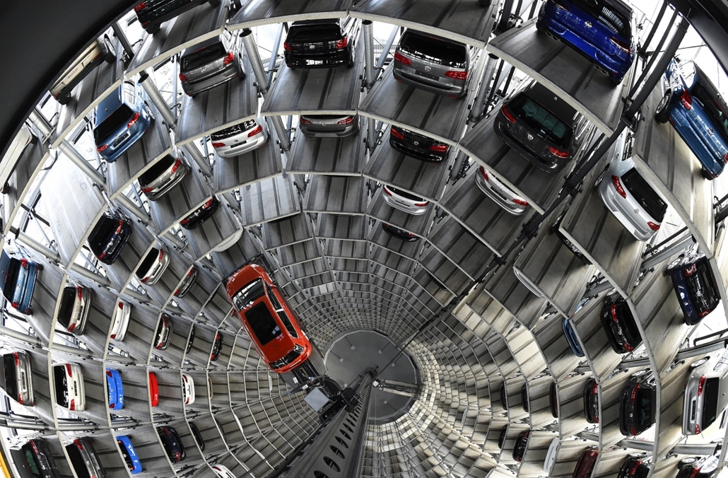afp. Wolfsburg, Németország, VW Golf  2015.03.10. A VW Golf is pictured inside the so-called cat towers of car manufacturer Volkswagen AG (VW) at the company's assembly plant in Wolfsburg, northern Germany on March 10, 2015.