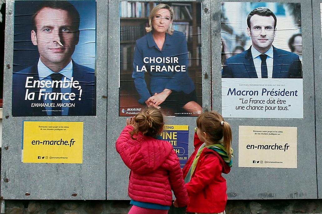 ne használd május 20 után!!! mti.17.05.05. Emmanuel Macron volt szocialista gazdasági miniszternek, független jelöltnek (b, j) és Marine Le Pennek, a Nemzeti Front jelöltjének a választási plakátjait nézi két gyerek a délnyugat-franciaországi Saint Jean P