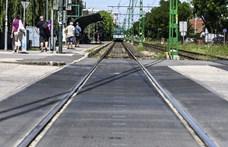 Az 5-ös metró is a főváros és a kormány közti tányércsörgésről szól