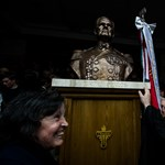 Törvényben tiltaná a Horthy-szobrok felállítását az MSZP