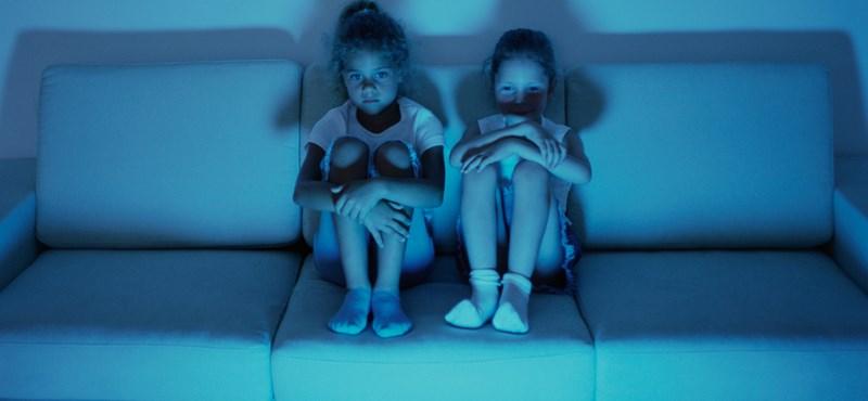 Szülődilemmák: Nézhet-e a kamasz felnőtteknek való filmet, vagy nem?