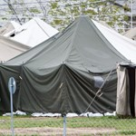 Fagyoskodó menekülteket fogadott be a körmendi plébános