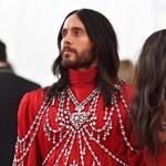 Szürreális pöffeszkedés: Jared Leto két fejjel, Katy Perry csillárként jelent meg az idei Met-gálán