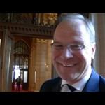 Orbán állítólag üzent Brüsszelnek Navracsics miatt