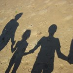 A gyerekek ötödének életét nehezíti, hogy egyszülős családban él