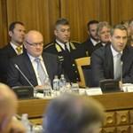 Követelőző menekültekre panaszkodnak a nagy összevont bizottsági ülésen