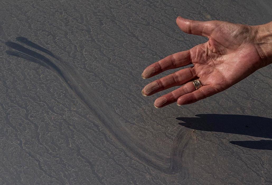 tg.2014.09.19. - Bicske, Porszennyezés, Környezetszennyezés, Orbán bányájából szállitott kőzúzalék szabálytalan rakodása