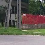 Véget ért a szivárványszín dráma, marad a pomázi kerítés