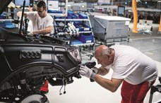 Leállít egy műszakot az Audi központi gyára, Győrben is készülhetnek?