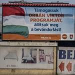 Pofátlan indokkal hagyta futni a fideszes plakáttépkedőket a rendőrség