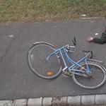 Megtalálták a Google Street View földön elterülő biciklisét