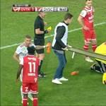 Videó: Akkorát kapott a fejére a Debrecen hátvédje, hogy hordágyon kellett levinni