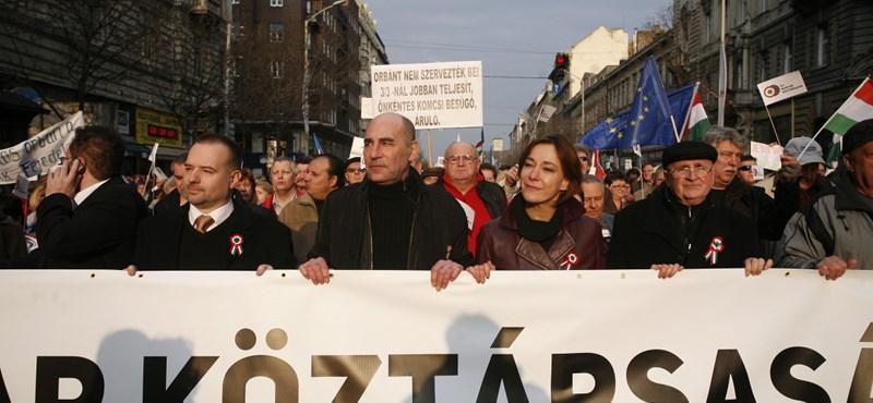 Népszavazással gyengítenék meg Orbán rendszerét – percről percre