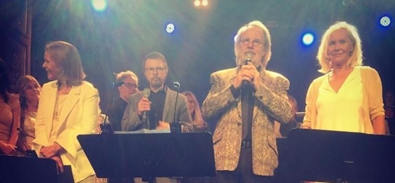 Újra összeállt és egy dalt elő is adott az ABBA