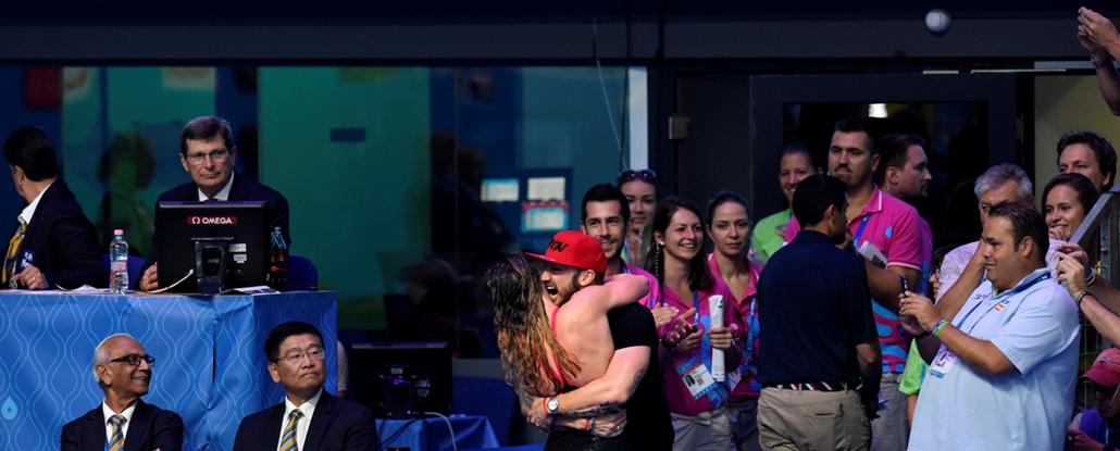 rev.17.07.25. - FINA nagyítás - Hosszú Katinka és Shane Tusup a női 200 méter vegyes szám megnyerése után